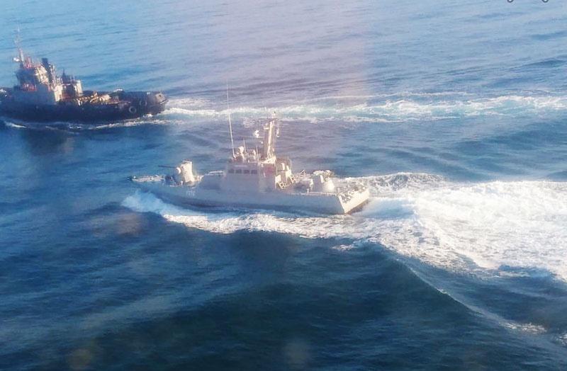 Два малых бронированных артиллерийских катера и рейдовый буксир ВМС Украины пересекли российскую границу.