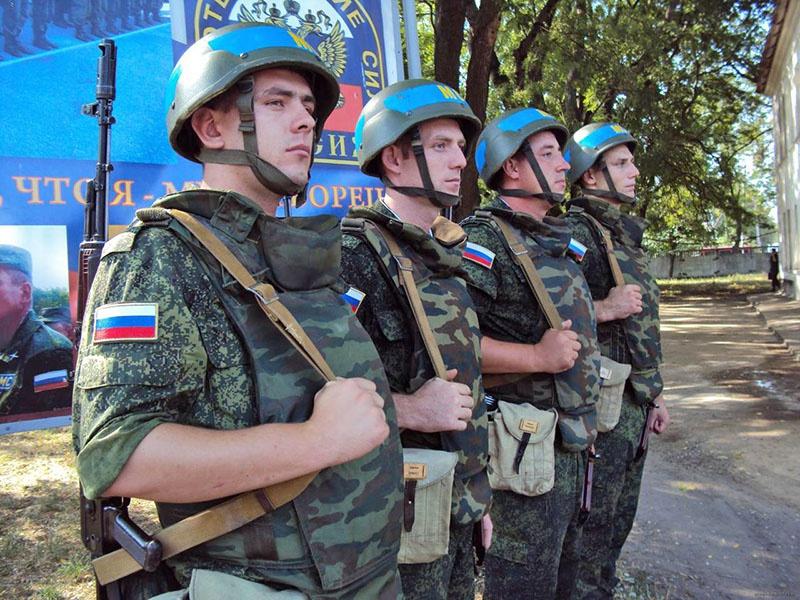 Российские миротворцы - главный гарант мира в регионе. Теперь они могут стать заложниками ситуации.