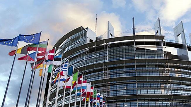 Некоторые высокопоставленные европейские чиновники, в том числе из Германии, выступают за смягчение тона в адрес России на саммите ЕС 24-26 марта.