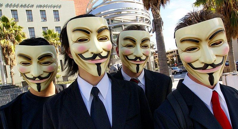 Хакеры из интернет-сообщества «Анонимус» обвинили Лондон в финансировании антироссийской деятельности.