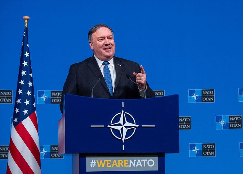 Майк Помпео на саммите глав МИД стран НАТО блистал. Только никто не понял чем...