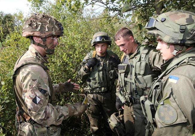 В рамках операции Orbital военнослужащие Её Величества обучают украинских бойцов.