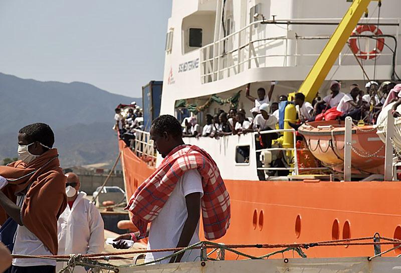 Панама аннулировала регистрацию спасательного корабля Aquarius.