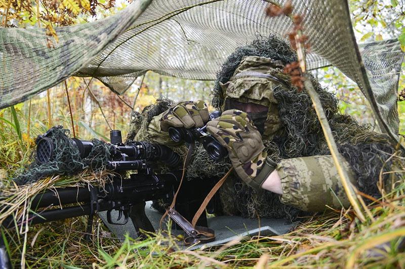 Снайперы отрабатывают тактику «горнолесной охоты».