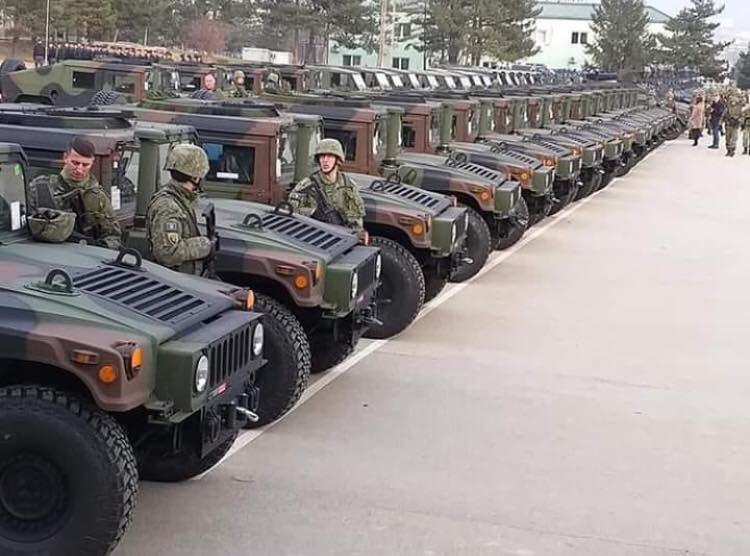 Новенькие армейские «Хаммеры» - подарок из США.