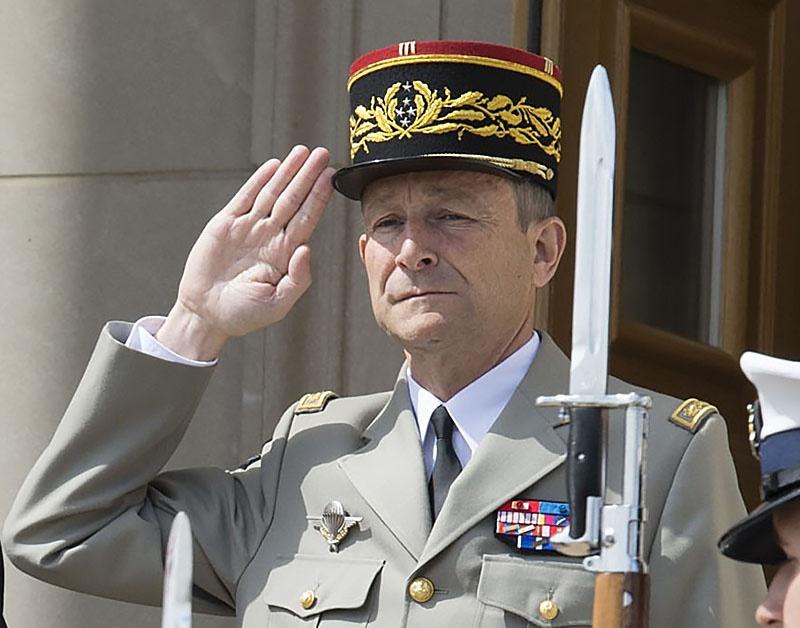 Генерал Пьер де Вилье - новый лидер Франции?