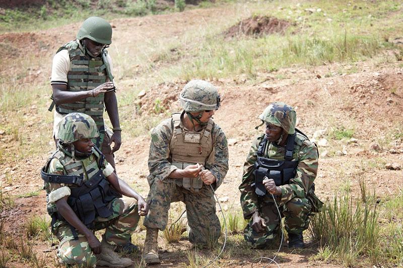Инструкторы из АФРИКОМ обучают местных военных.
