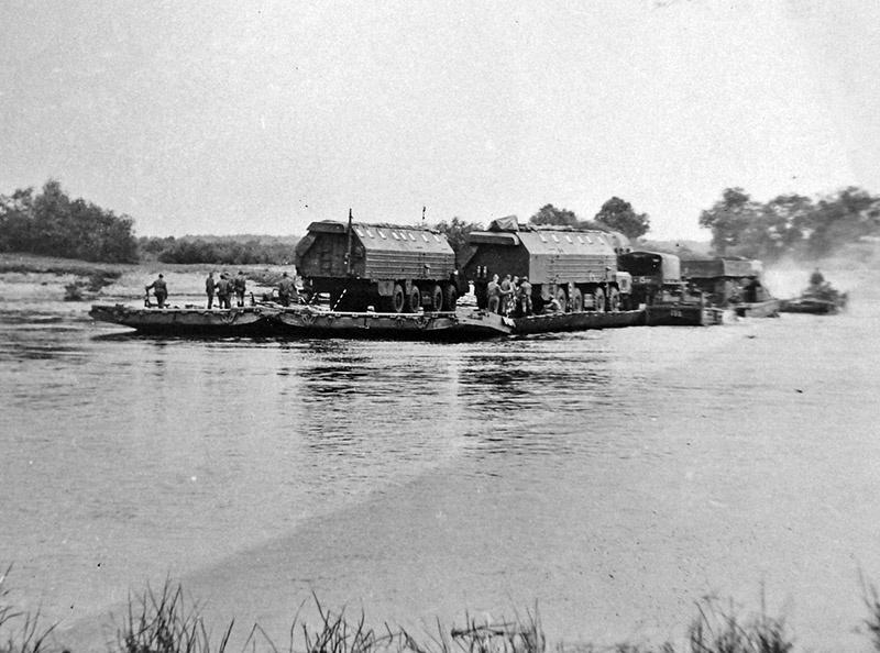 Форсирование реки Припять 396 ракетным полком в 1983 году.