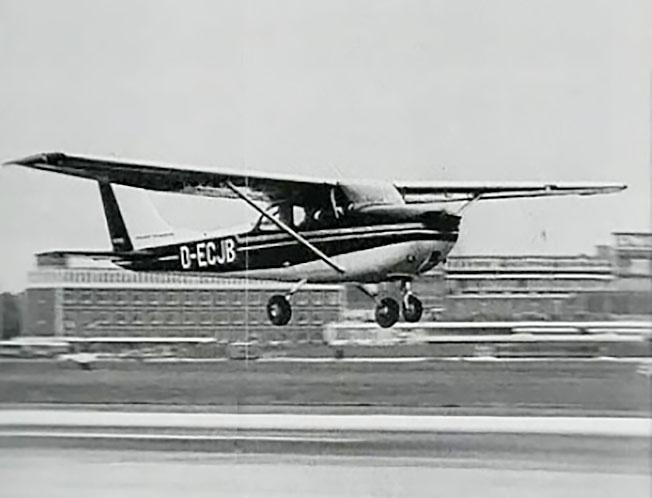 «Сессна-172» Руста отправляется в полет.