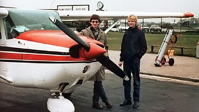 Пилот-одиночка Маттиас Руст с братом.