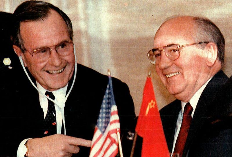 Джрдж Буш и Михаил Горбачев объявили об окончании «холодной войны»... Между собой.