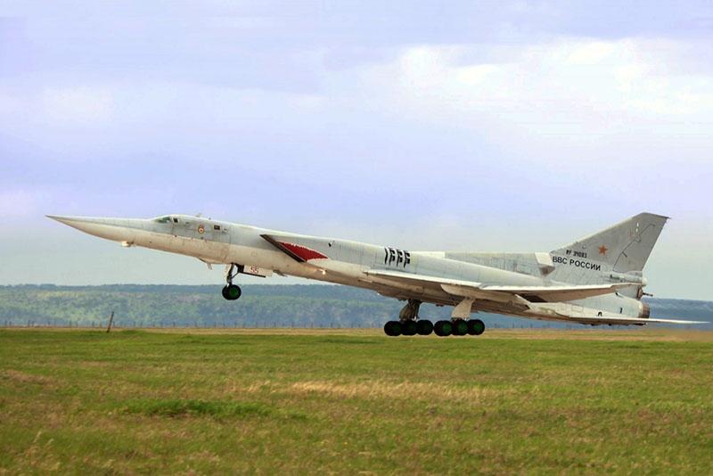 К выполнению специальных полётов в небе Арктики привлекаются самолёты Ту-22М3.