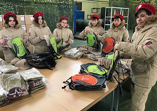 Российские юнармейцы собрали больше 10.000 подарков детям Сирии.