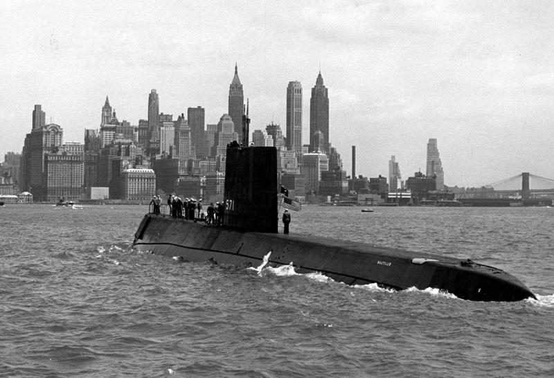 Первая в мире атомная подводная лодка USS Nautilus.