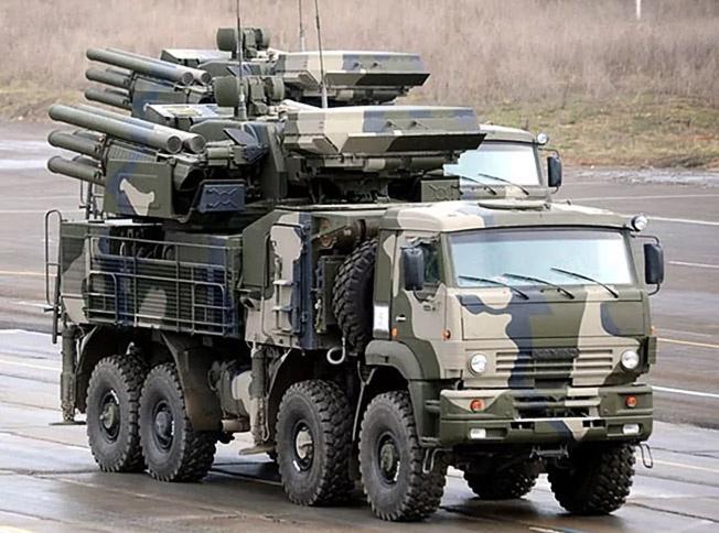 «Панцирь-С1» на основе КамАЗа-6560.