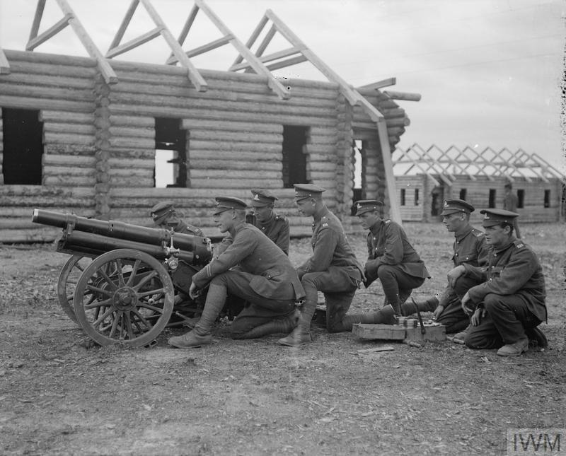 Британские артиллеристы под Архангельском.
