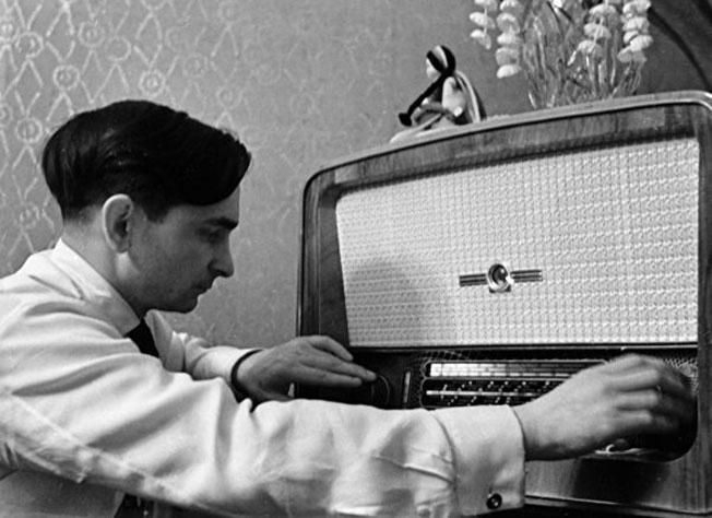 Есть обычай на Руси ночью слушать БиБиСи.