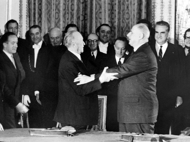 Елисейский договор о дружбе и сотрудничестве был подписан 22 января 1963 года в Париже Шарлем де Голлем и Германии Конрадом Аденауэром.