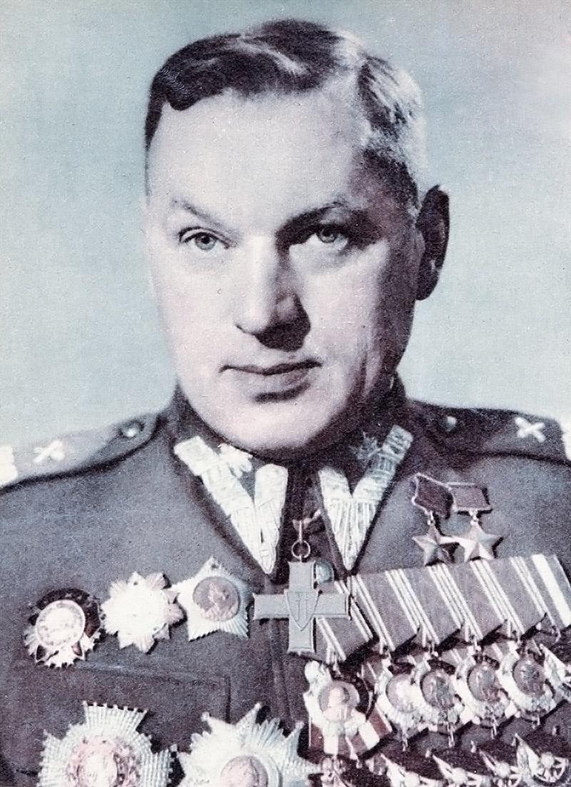Маршал двух народов Рокоссовский, 13 ноября1956 года подал в отставку со всех государственных постов в ПНР.
