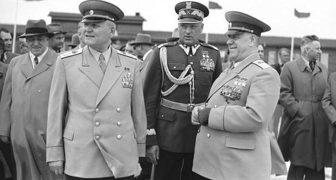 Маршал Конев и министры обороны Польши и СССР Рокоссовский и Жуков в 1955 году.