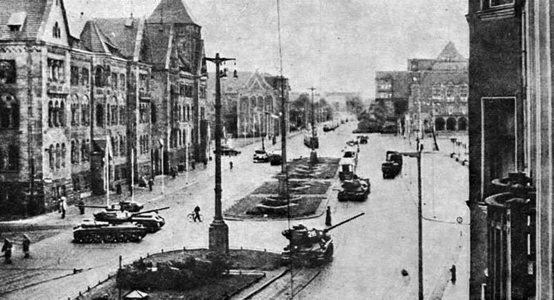 Танки на улицах польских городов в 1956 году.