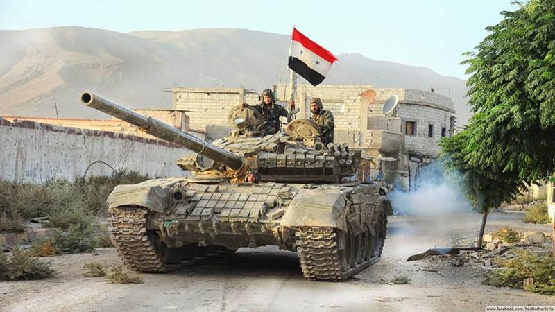 Танки Т-72Б3 сирийской правительственной армии применяли ракеты комплекса «Рефлекс» на поле боя.