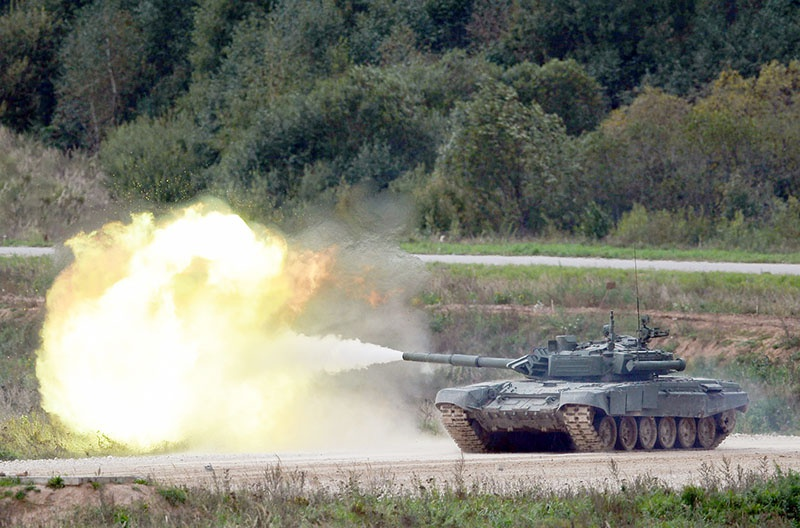 Современные танковые ракеты избавляют танк от дополнительного навесного вооружения.