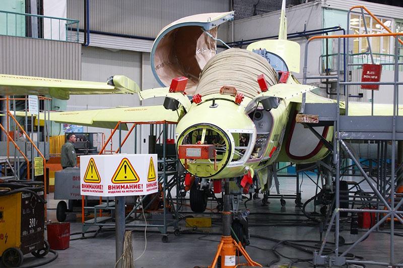 На сборке учебно-боевый Як-130.