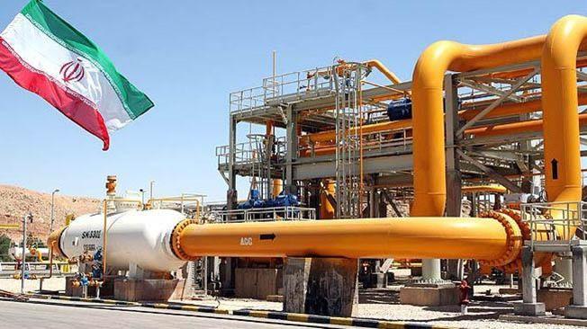 Иран продолжает снабжать Сирию нефтью, поставляя ей миллионы баррелей в нарушение санкций США против Ирана и международных санкций против Сирии.