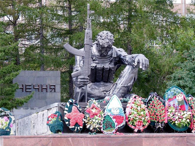 Памятник в Екатеринбурге.