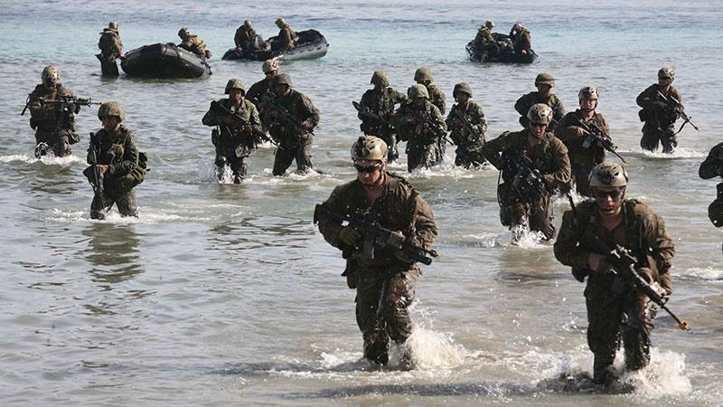 Высадка американского десанта на берег.