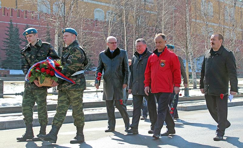 На возложении к вечному огню у Кремлевской стены.