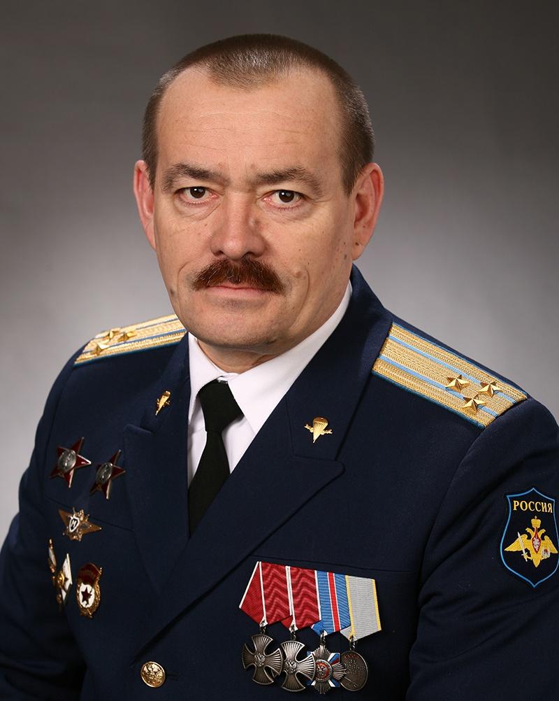 Гвардии полковник Воздушно-десантных войск Валерий Юрьев.