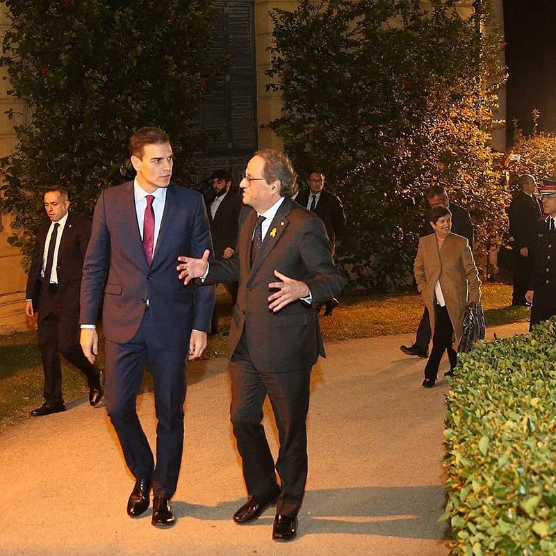 Испанский премьер Педро Санчес даже посетил Барселону и встретился с главой правительства Каталонии Кимом Торрой.