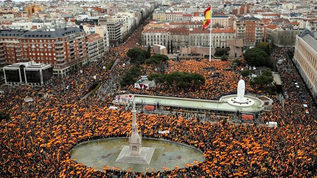 Над Испанией - каталонские тучи