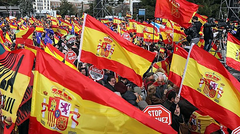 Сторонники единой Испании протестуют против переговоров с сепаратистами.