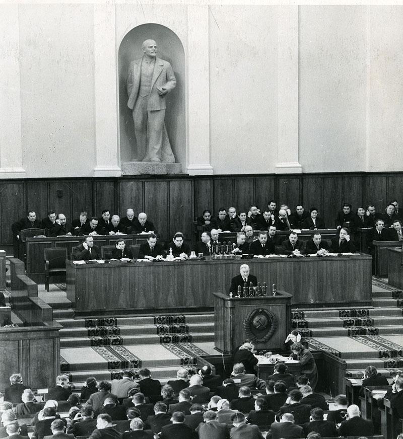 Булганин председательствует на закрытом заседании ХХ съезда.