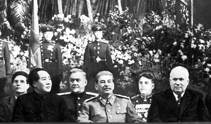 Булганин в сталинском окружении.