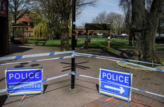 Ограждения, выставленные полицией города Солсбери у входа в парк, где на скамейке были обнаружены Сергей Скрипаль и его дочь.