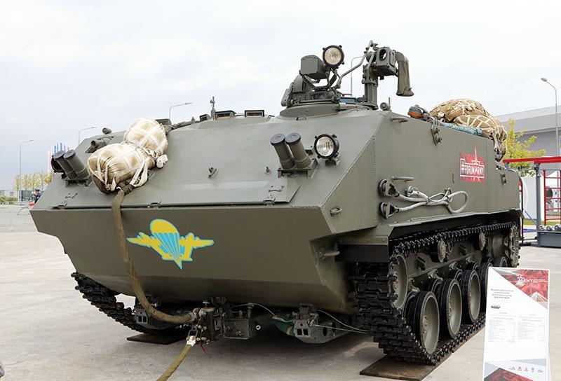 Машина управления артиллерийским огнем «Завет-Д» создана на базе нового авиадесантируемого БТР-МДМ «Ракушка».