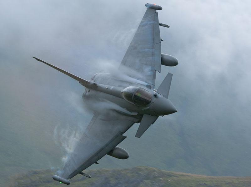 EurofighterTyphoon плохо летает и неважно стреляет в… тумане и ночью.