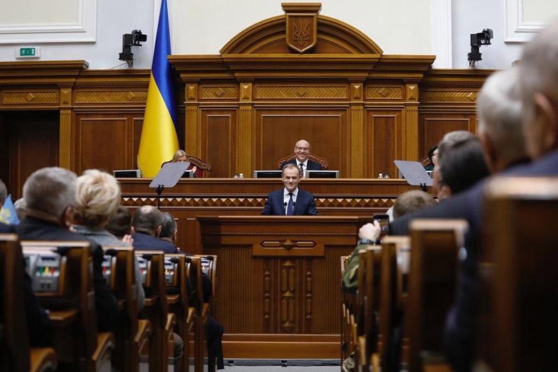 Дональд Туск руководит комисссией по возвращению части Украины в свои границы, что не мешает ему выступать в Раде.