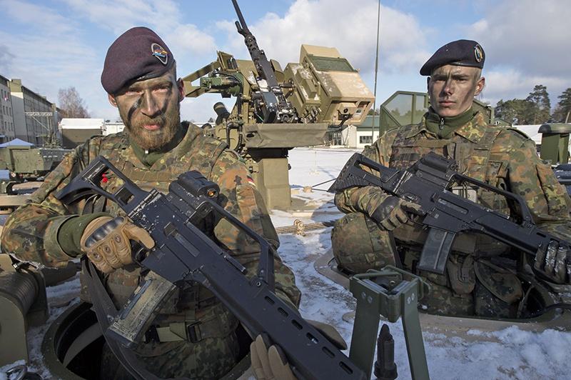 Немецкие солдаты из состава многонационального батальона НАТО в Литве.