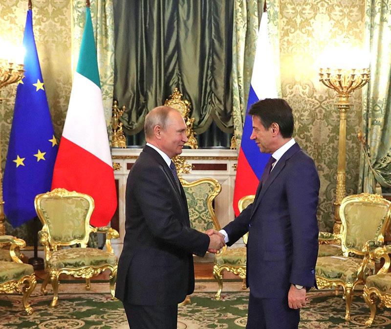 Премьер-министр Италии Джузеппе Конте совершил визит в Москву в октябре прошлого года.