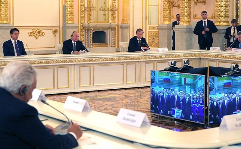 Президент РФ Владимир Путин и премьер-министр Италии Джузеппе Конте в режиме телемоста участвуют в открытии российско-итальянского предприятия «Русские электрические двигатели».
