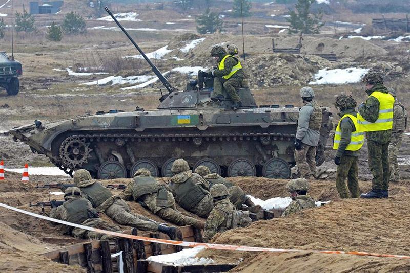 США наладили Украине военную помощь - обучают по стандартам НАТО механизированные и бронетанковые бригады армии Украины.