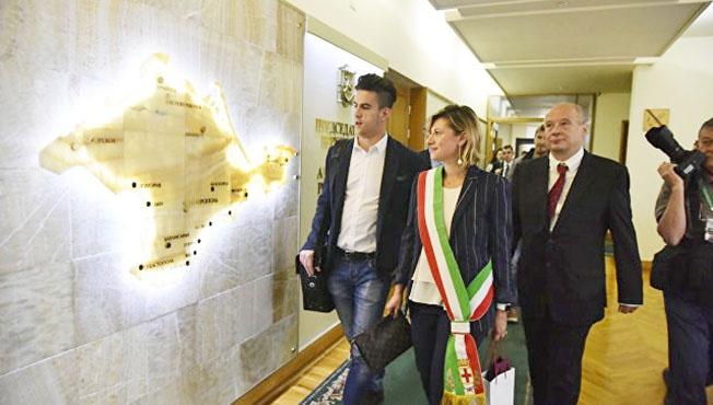 В 2016 году большая делегация депутатов национальных и региональных парламентов Италии побывала в Крыму.