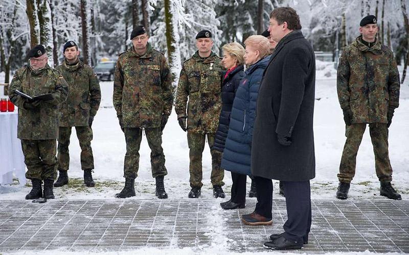 Министр обороны Германии Урсула фон дер Ляйен навестила немецких солдат в Литве.