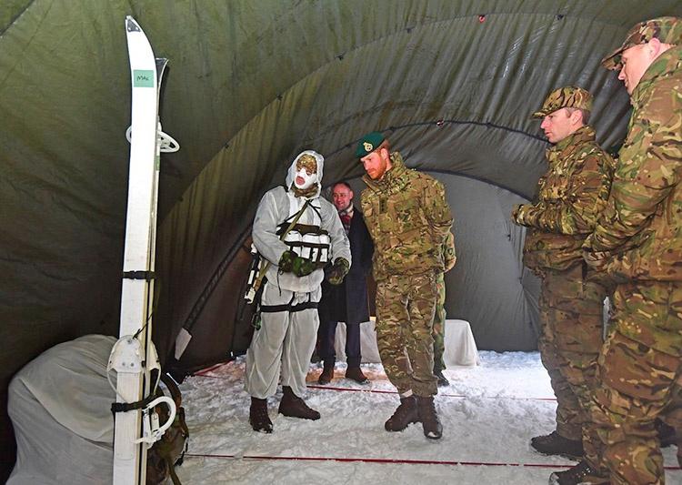 Принц Гарри посетил базу британской морской пехоты Бардуфосс в Норвегии.