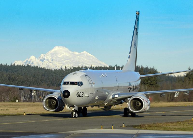 Самолет базовой патрульной авиации «Посейдон» американских ВМС на авиабазе Аннейя.